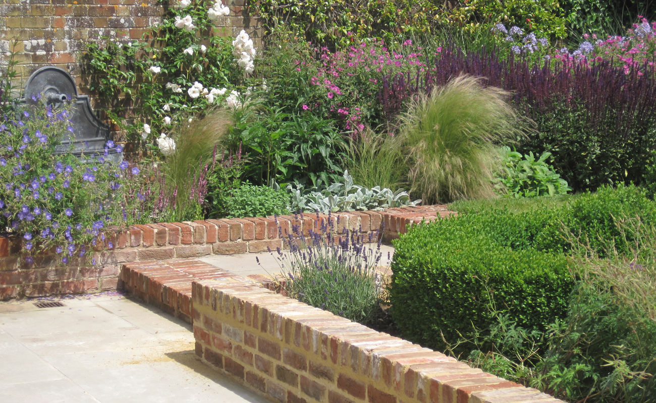 Walled garden amanda patton for Garden designs ideas pictures